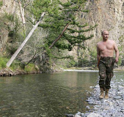 Putin_walks_by_river